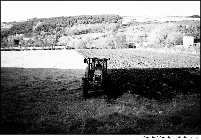 black_and_white_tractor