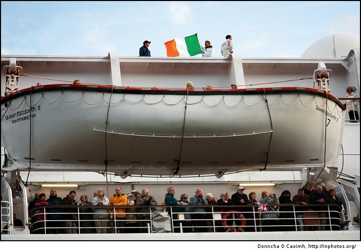the-irish-tricolour-on-the-qe2