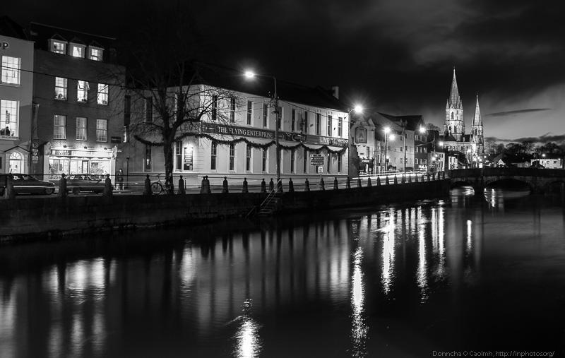 sullivans-quay-at-night