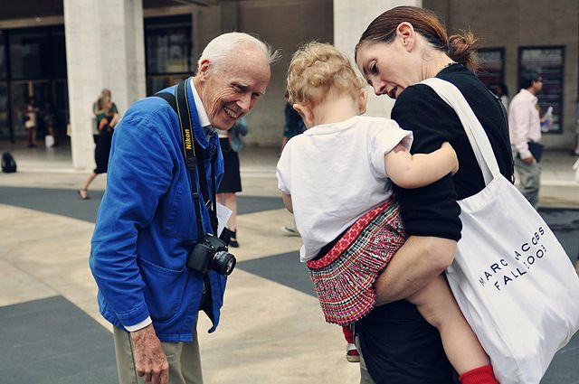 640px-Bill_Cunningham_at_Fashion_Week_photographed_by_Jiyang_Chen