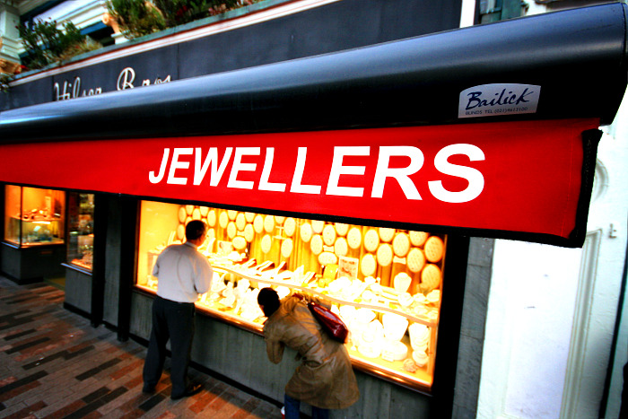 How to buy jewellery gifts for Christmas